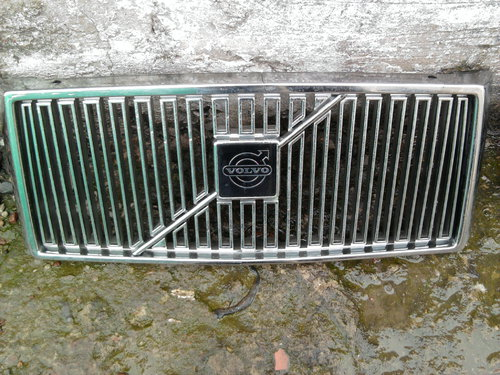 Part Volvo Grill