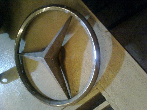 Part Mercedes Benz Badge