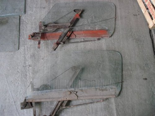 Part Glass With Mechanism