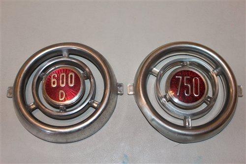 Repuesto Insignia Delantera Fiat 600