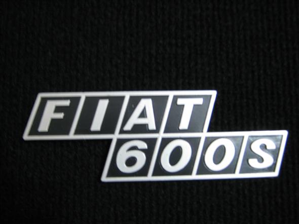 Repuesto Insignia Tapa Motor Fiat 600