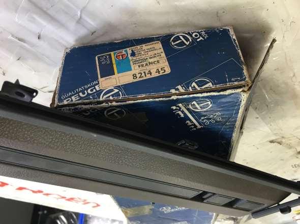 Part Top glove box upper - Peugeot 505