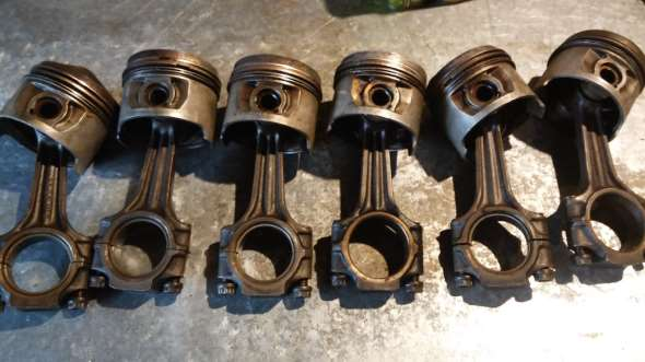 Part Pistons and connecting rods