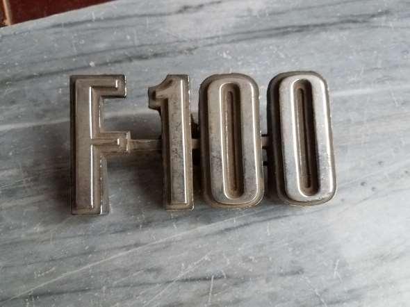 Repuesto Insignia F100