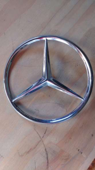 Repuesto Insignia Mercedes