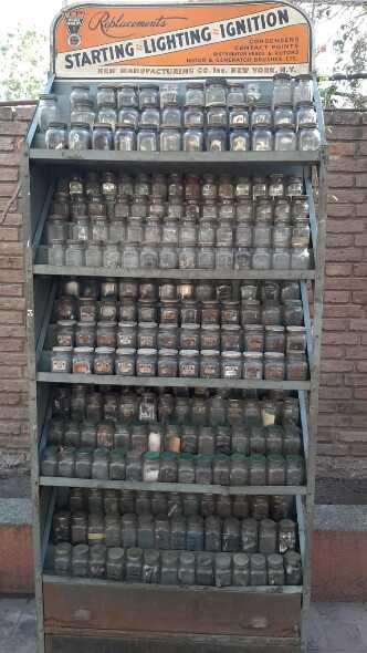 Estanteria Con 270 Frascos Del 1920-1940