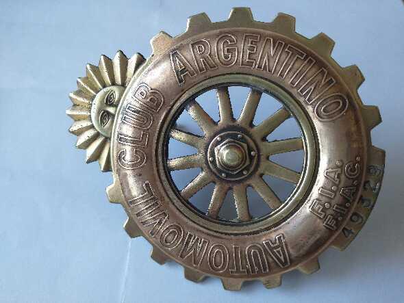 Insignia Automovil Club Argentino. Antigua Bronce.