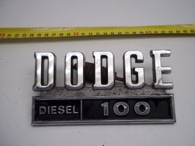 Repuesto Insignia Dodge 100