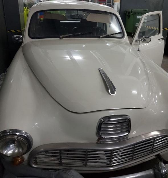 Auto IKA Kaiser Bergantin