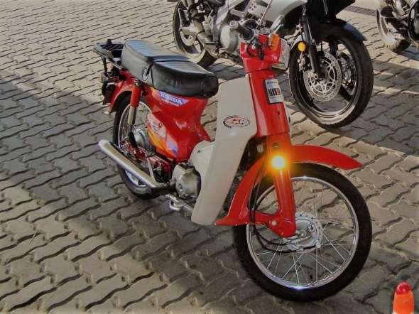 Moto Honda C90