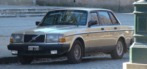 Car Volvo 240GL
