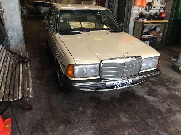 Auto Mercedes Benz 230 E 1981