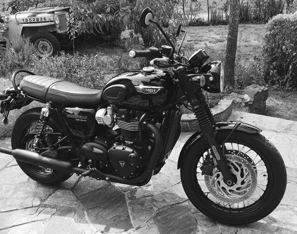 Moto Triumph Boneville T120