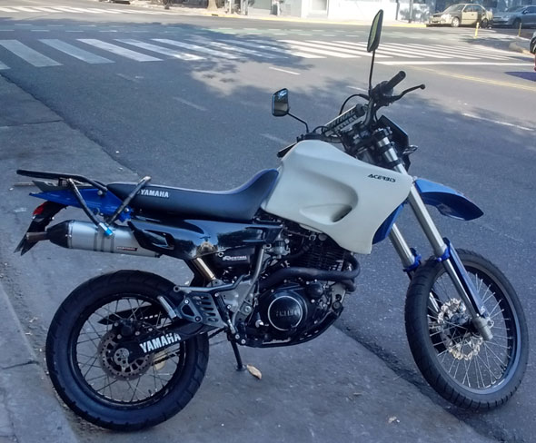 Moto Yamaha XT600 E
