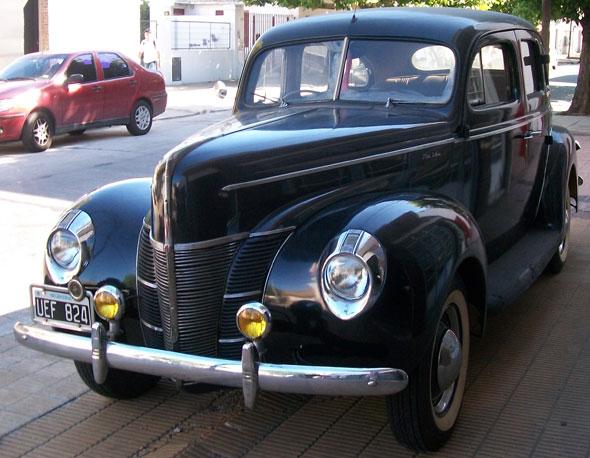Car Ford 1940 De Luxe
