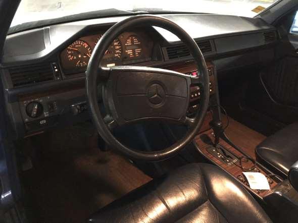 Car Mercedes Benz 300e24
