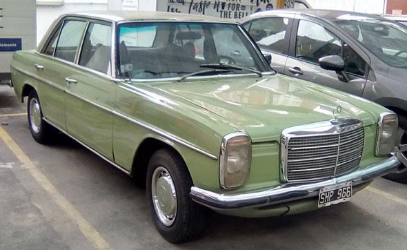 Auto Mercedes Benz 240 D 3.0