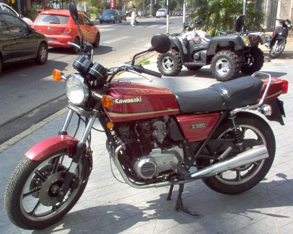 Moto Kawasaki Z550