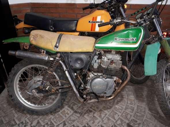 Moto Kawasaki KL 250