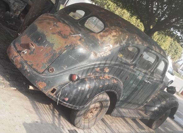 Auto Plymouth Sedán 1937