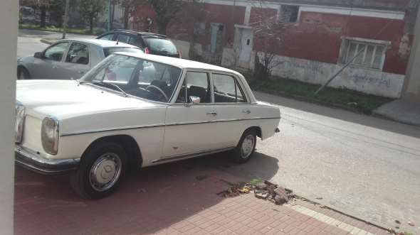 Car Mercedes Benz 230 SE