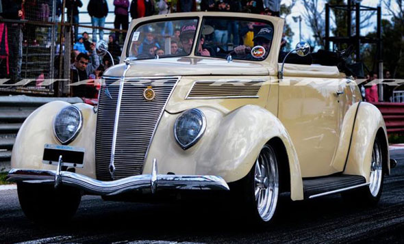 Auto Ford Club Cabriolet