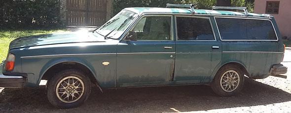 Car Volvo 245 DL