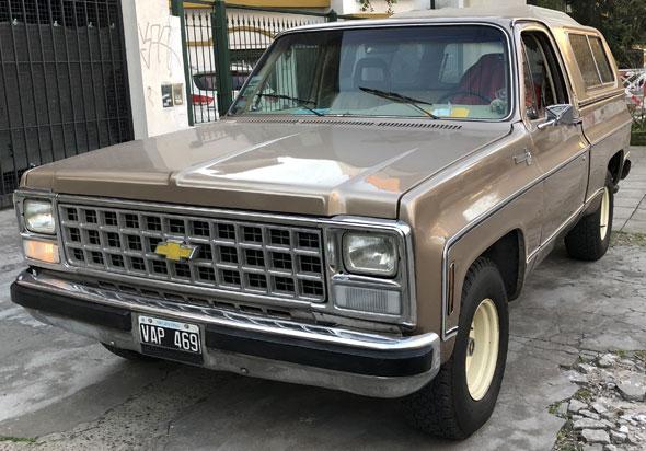 Car Chevrolet Silverado 250 4.1 L