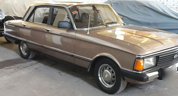 Auto Ford Falcon De Luxe