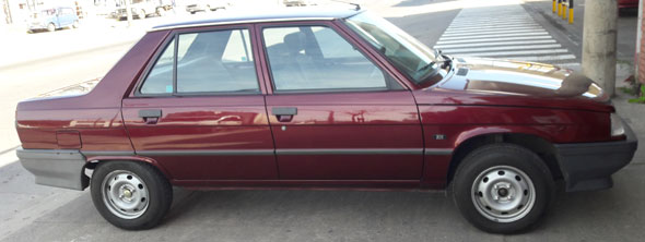 Car Renault R-9