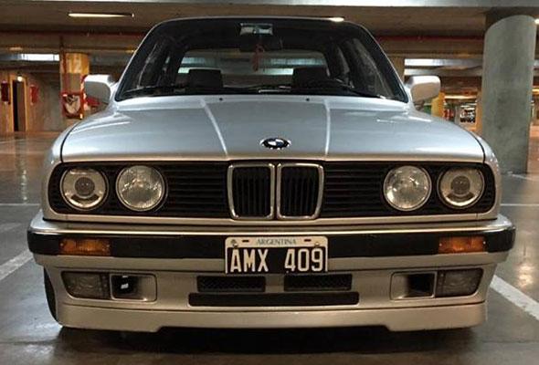 Car BMW E30 318 IS