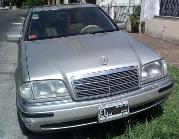 Car Mercedes Benz C220