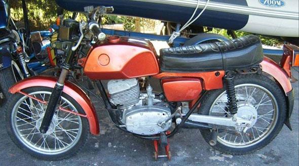 Moto Jawa CZ180