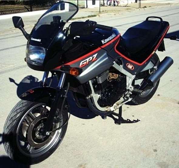 Moto Kawasaki GPZ 500 S