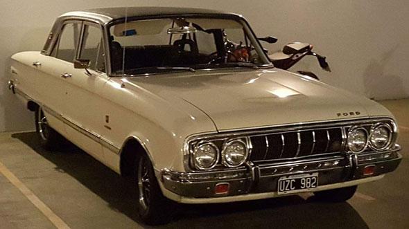 Auto Ford Falcon Futura 221