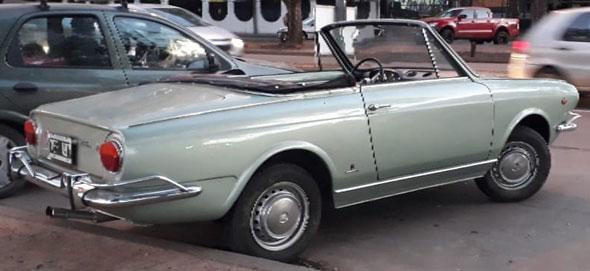 Auto Fiat Spider 800