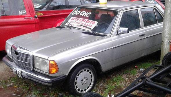 Car Mercedes Benz 230 E