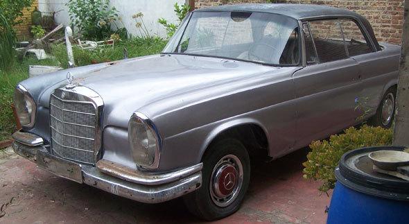 Car Mercedes Benz 220 SE