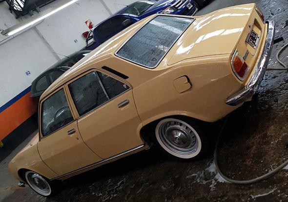 Car Peugeot 504 GLS