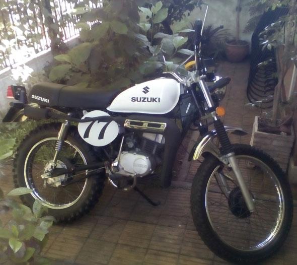 Moto Suzuki AX 100