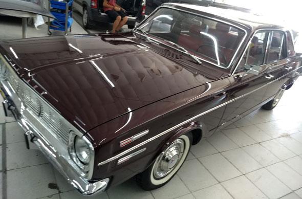 Auto Chrysler Valiant IV