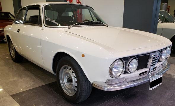 Auto Alfa Romeo Giulia GTV