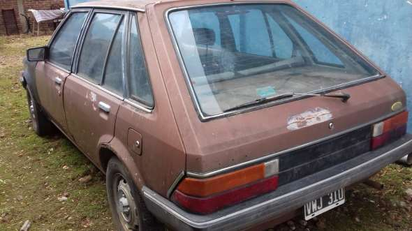 Auto Ford Laser 1982