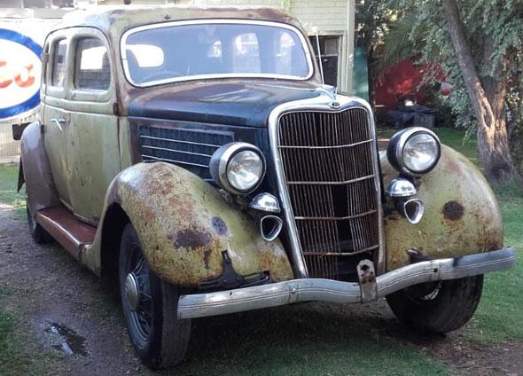 Ford Sedán