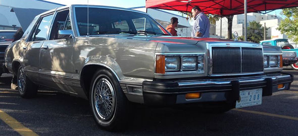 Auto Mercury Cougar