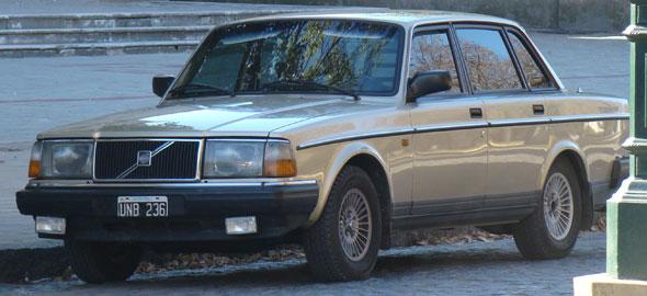 Auto Volvo 240GL