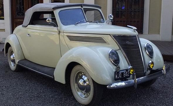 Ford 1937 Coupé Voituré