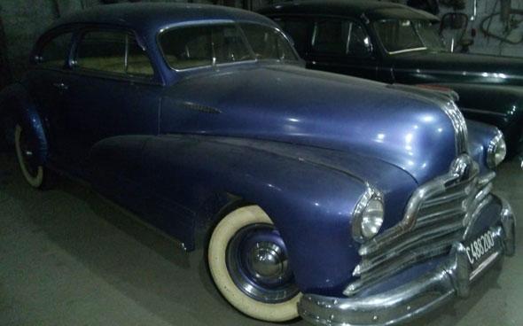 Auto Pontiac 1947 Entrenliner Sedán Coupé