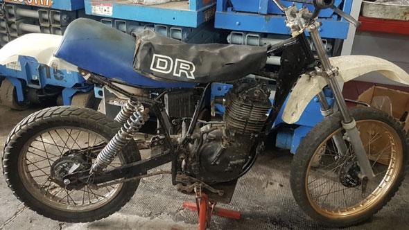 Moto Suzuki DR 400 SP 370