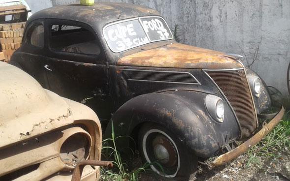 Auto Ford Coupé V8